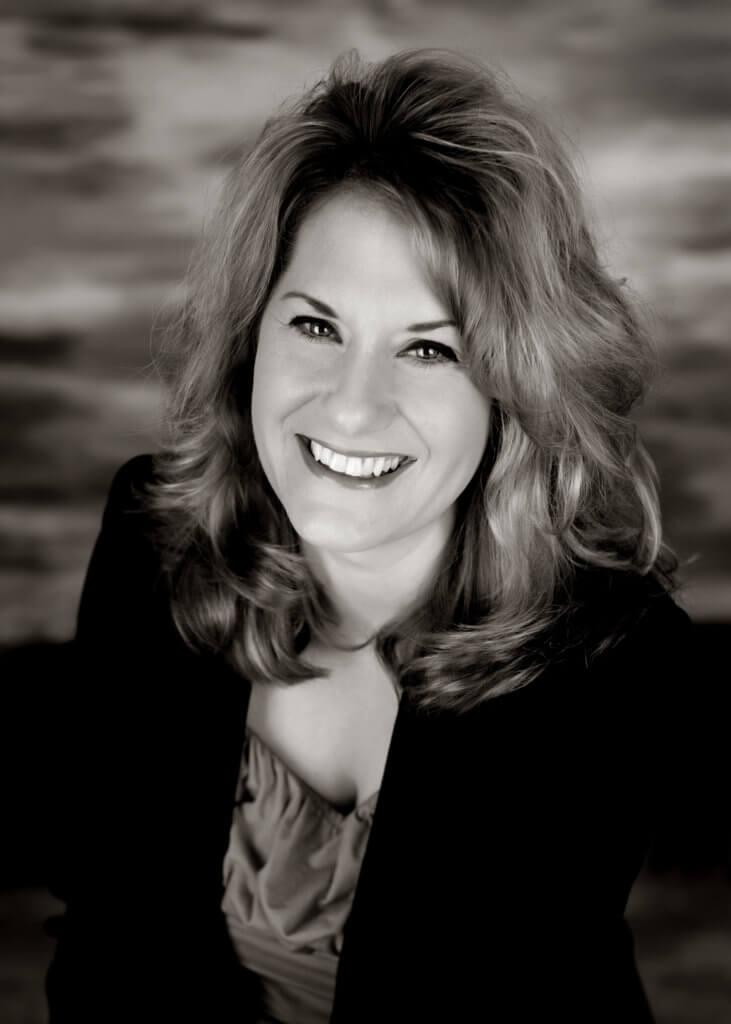 Rebecca Gill Headshot
